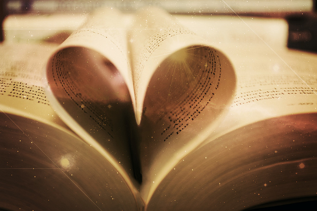book heart by Gabriela Pinto via Cc
